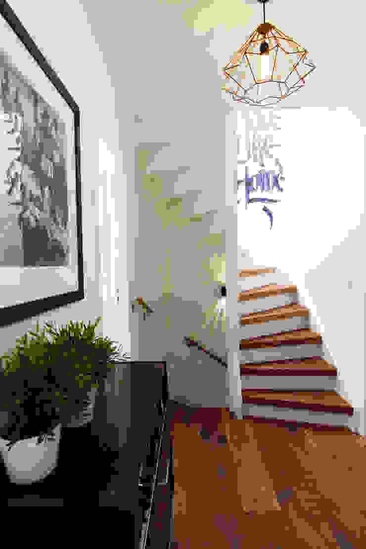 Pasillos, vestíbulos y escaleras modernos de Diego Alonso designs Moderno