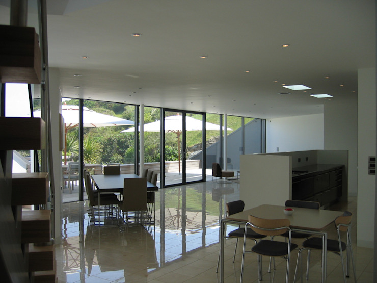Mermaids - A home by the sea Minimalist living room by Trewin Design Architects Minimalist