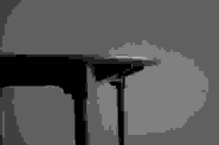 ダイニングテーブルとチェアー①: bungalowが手掛けた現代のです。,モダン