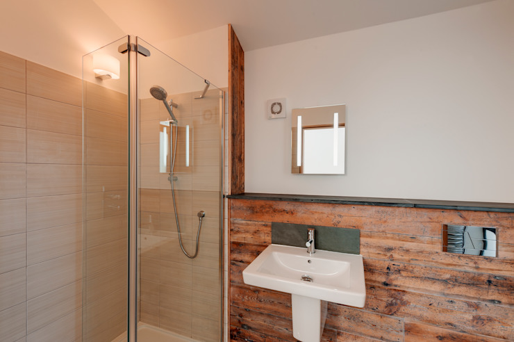 Rockside, Polzeath, Cornwall Modern bathroom by Trewin Design Architects Modern