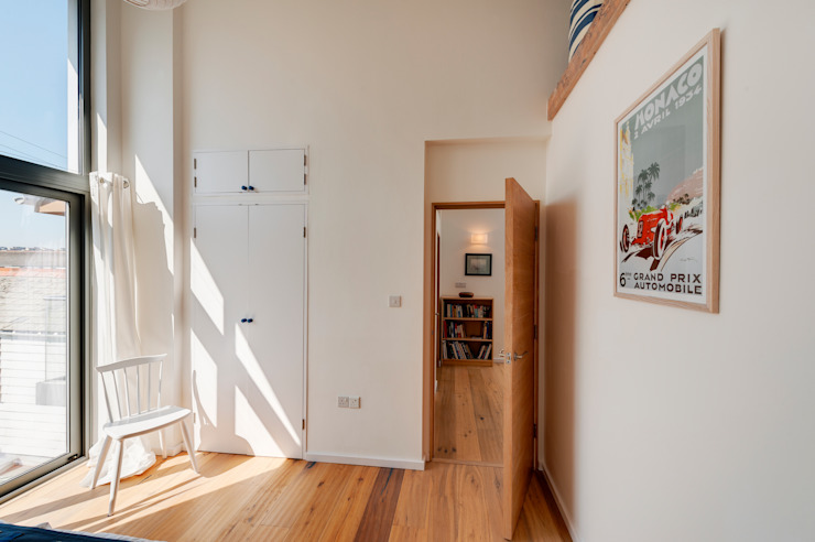 Rockside, Polzeath, Cornwall Спальня в стиле модерн от Trewin Design Architects Модерн