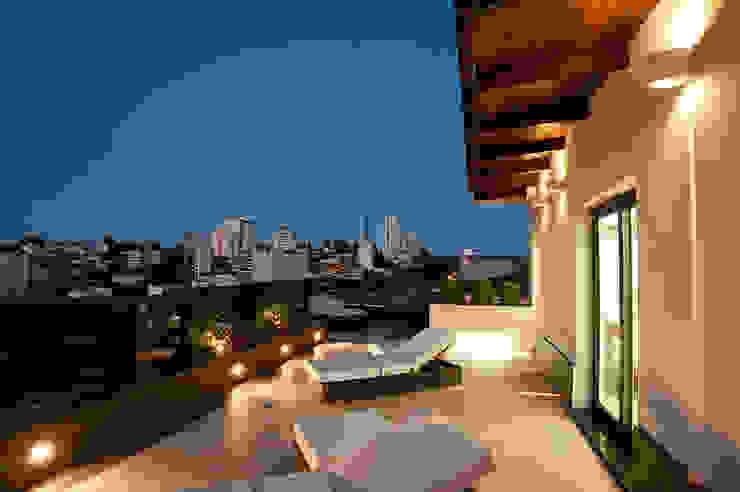 Balcones y terrazas de estilo moderno de Pinheiro Machado Arquitetura Moderno