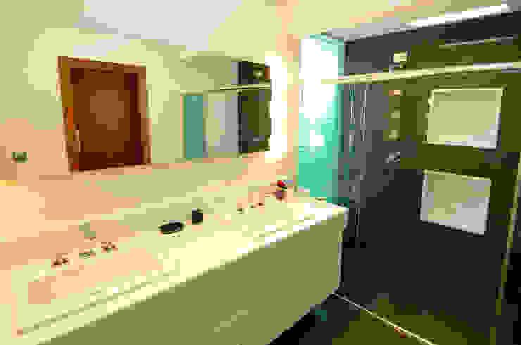 Cabral Arquitetura Ltda. Modern bathroom