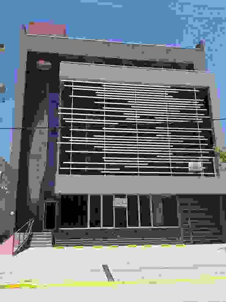 FACHADA PRINCIPAL Estudios y despachos de estilo moderno de VILARRODONA ARQUITECTOS Moderno