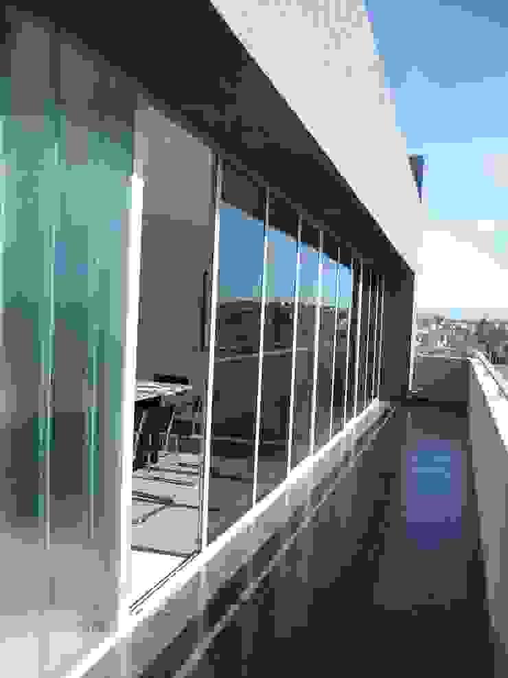 BALCON OFICINA Estudios y despachos de estilo moderno de VILARRODONA ARQUITECTOS Moderno