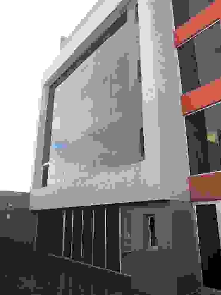 FACHADA POSTERIOR Estudios y despachos de estilo moderno de VILARRODONA ARQUITECTOS Moderno
