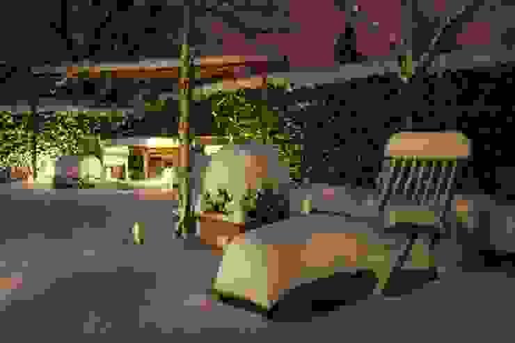 Garten unter Schneedecke Klassischer Garten von GARDOMAT - Die Gartenideenmacher Klassisch