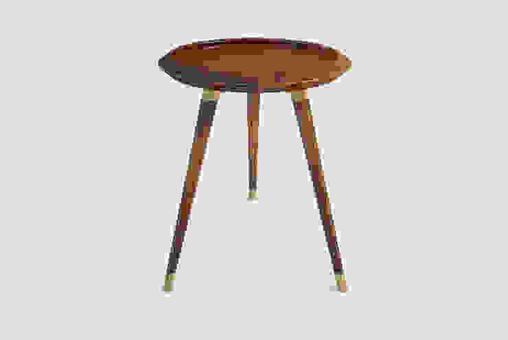 DEIL SIDE TABLE por Craft Dream Productions Moderno