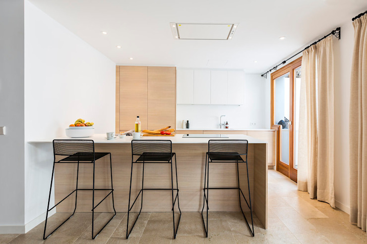 Cocinas de estilo moderno de ISLABAU constructora Moderno