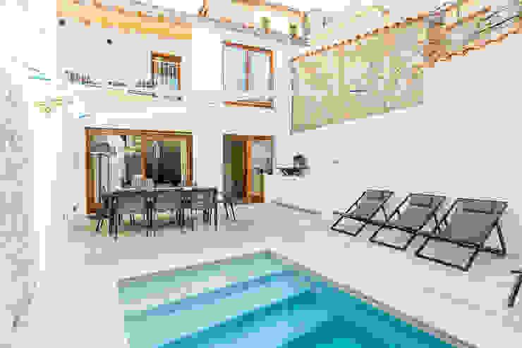 Pool by ISLABAU constructora, Modern