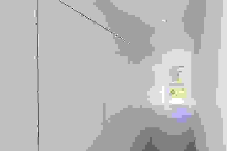 Hallway Modern corridor, hallway & stairs by Perfect Stays Modern