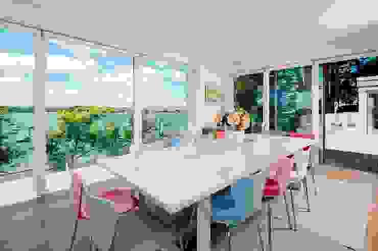 Dining room Comedores modernos de Perfect Stays Moderno