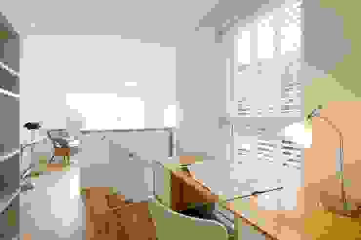 Study area Estudios y oficinas modernos de Perfect Stays Moderno