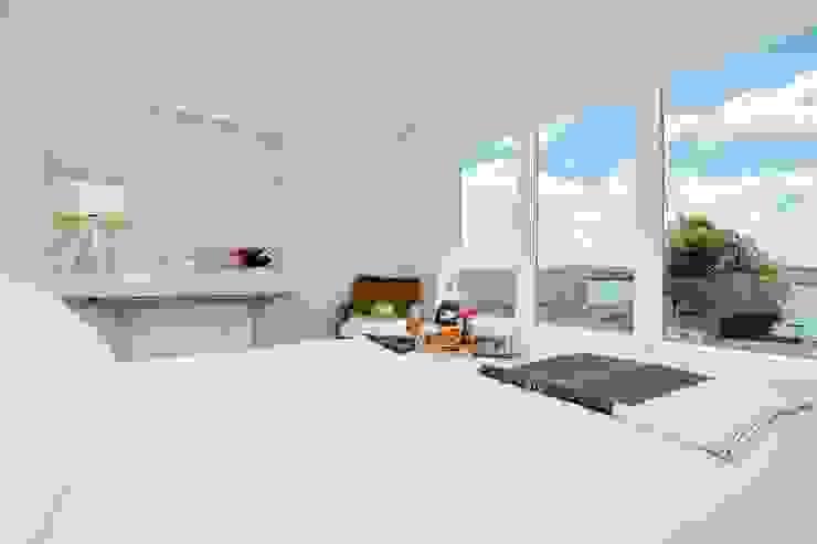 Bedroom Dormitorios modernos: Ideas, imágenes y decoración de Perfect Stays Moderno