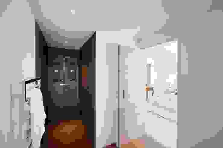 Bathroom Modern bathroom by Perfect Stays Modern