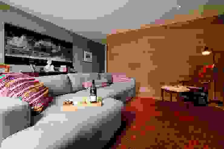 TV room Livings modernos: Ideas, imágenes y decoración de Perfect Stays Moderno
