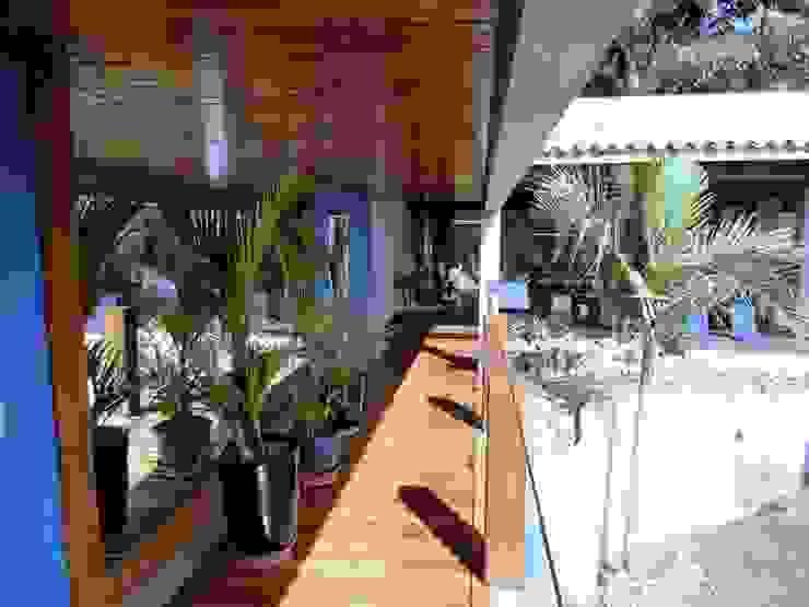 Couloir, entrée, escaliers modernes par DG Arquitetura + Design Moderne