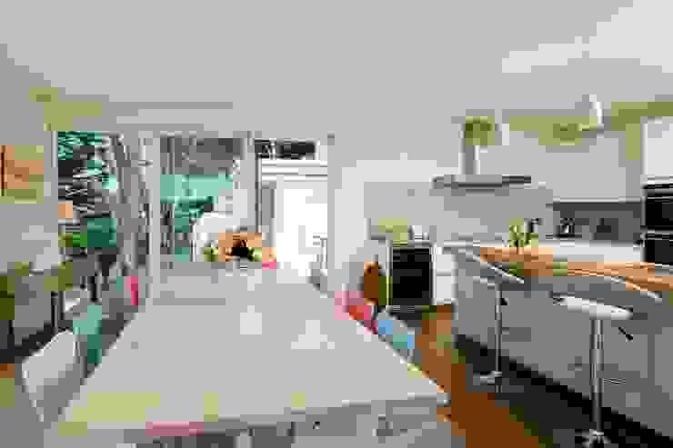 Dining area Comedores modernos de Perfect Stays Moderno