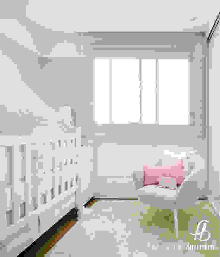 Dormitório de Bebê por Flávia Bastiani Arquitetura Moderno Algodão Vermelho