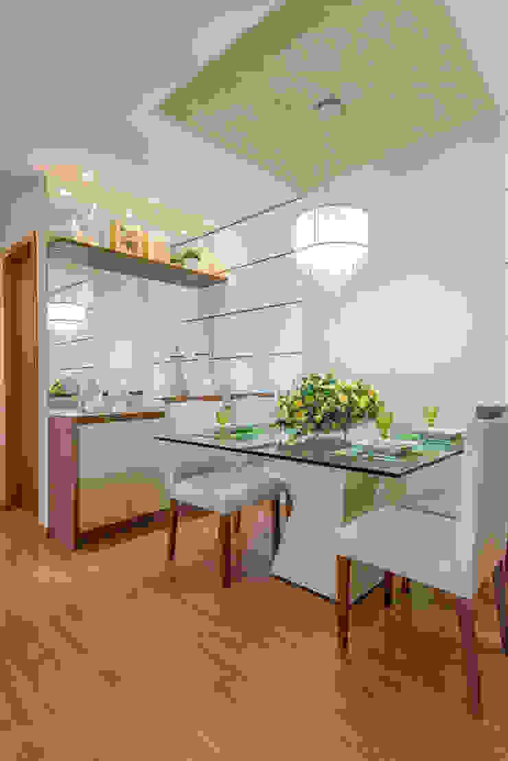 Modern dining room by Eveline Maciel - Arquitetura e Interiores Modern