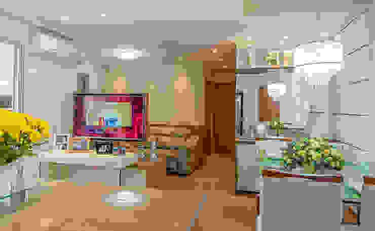 Modern living room by Eveline Maciel - Arquitetura e Interiores Modern