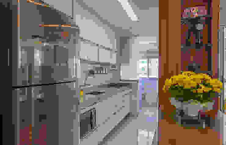 Cuisine moderne par Eveline Maciel - Arquitetura e Interiores Moderne