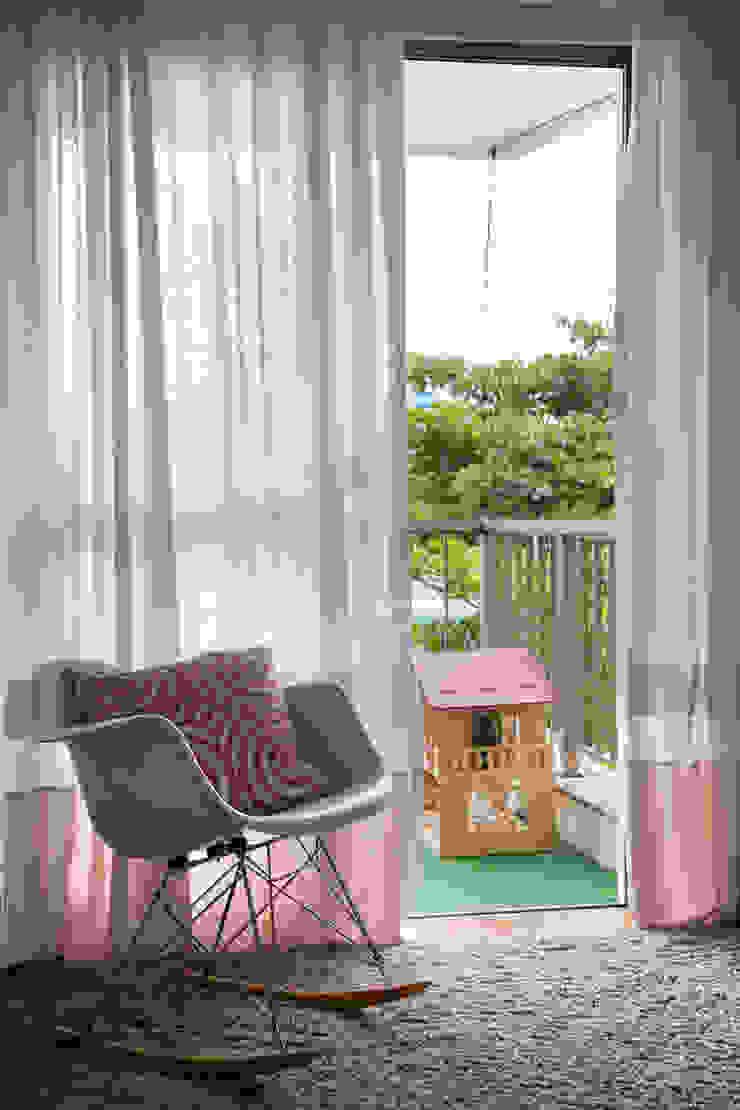 modern  by Yamagata Arquitetura, Modern Wood-Plastic Composite