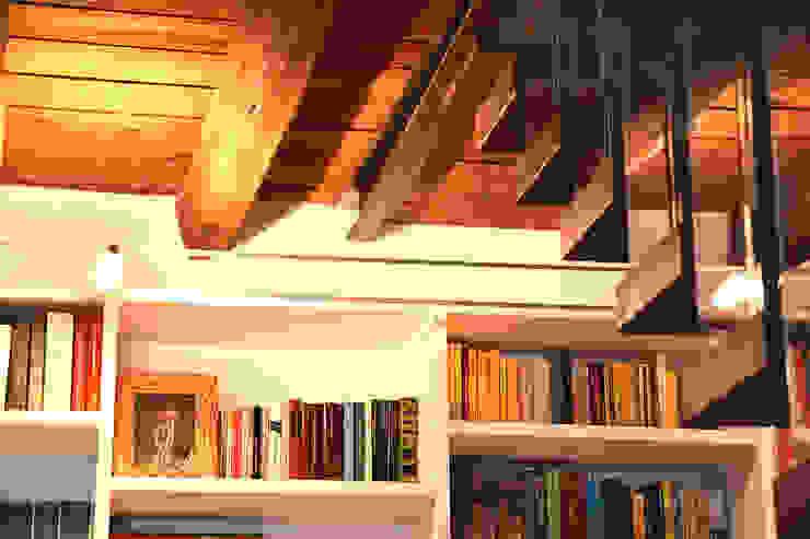 Travi enzoferrara architetti Soggiorno moderno