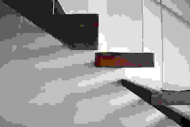 Scala enzoferrara architetti Ingresso, Corridoio & Scale in stile moderno