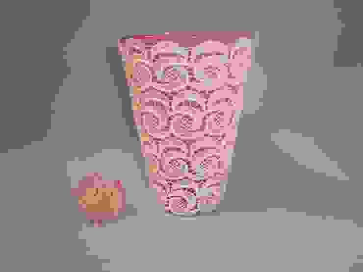 rosa Glasvase mit weißer Spitze von schneiderei jerke Landhaus Glas