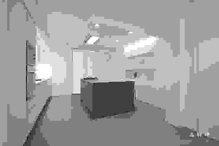 viavenezia Cucina minimalista di ALESSIO TOSTI DESIGN Minimalista Legno Effetto legno