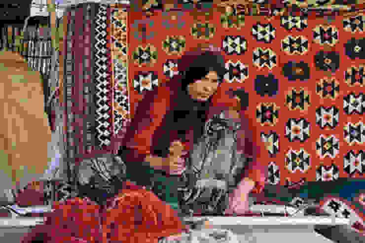 すべて「手織り」: Vigore interior&galleryが手掛けたスカンジナビアです。,北欧 羊毛 オレンジ