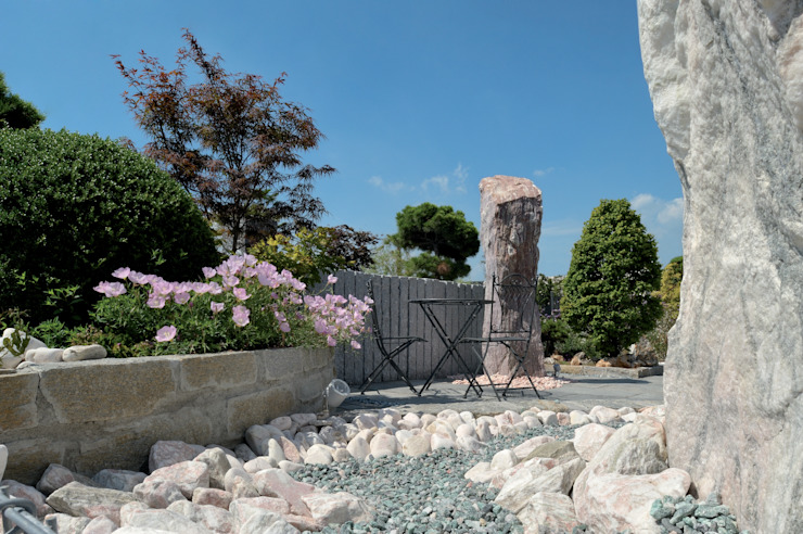 Classic style garden by MM NATURSTEIN GMBH Classic Stone