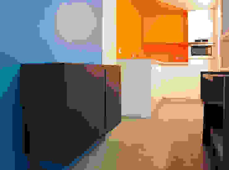 現代廚房設計點子、靈感&圖片 根據 Metek Architecture 現代風