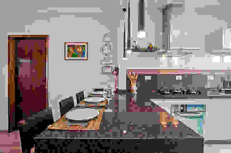 Apartamento 13 Cozinhas tropicais por Patrícia Azoni Arquitetura + Arte & Design Tropical