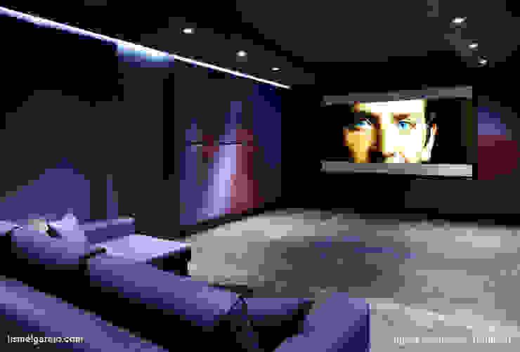 Salas multimédia  por Lis Melgarejo Arquitectura, Moderno