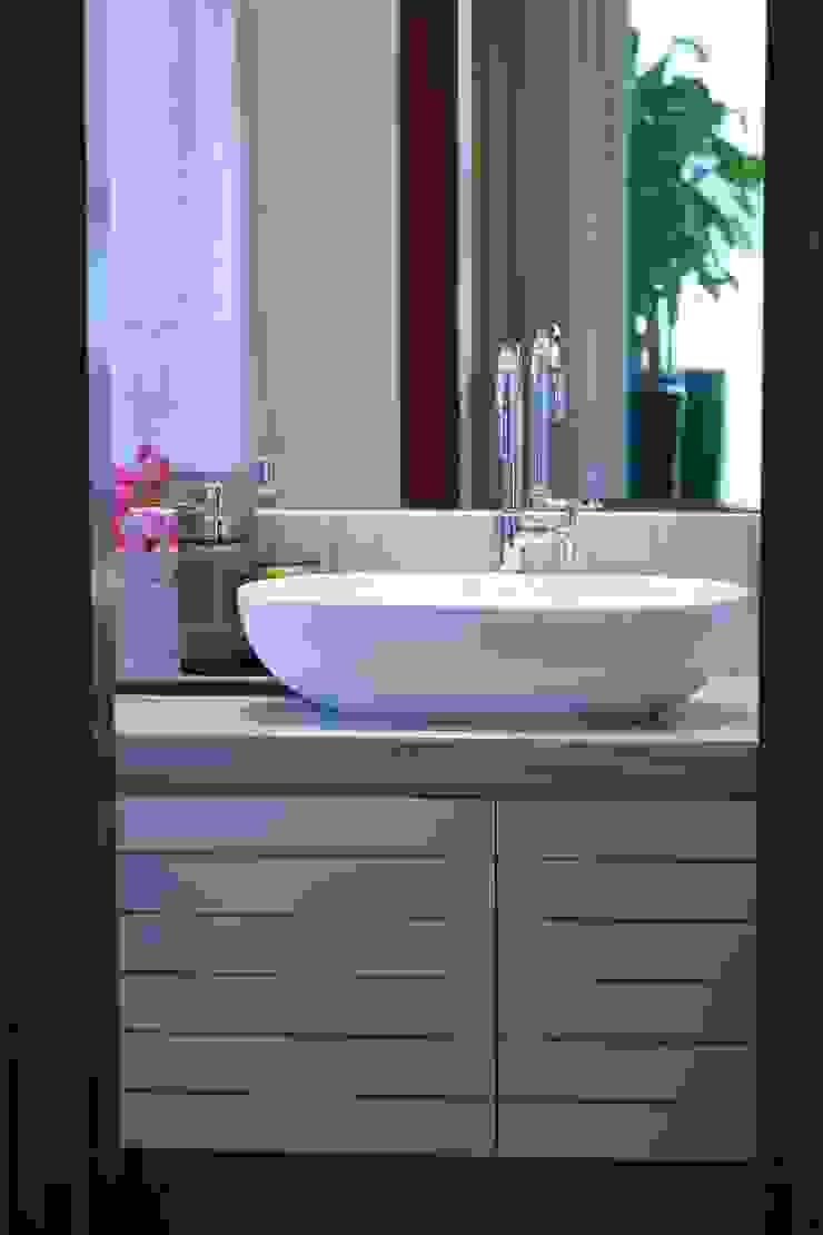 Nosso primeiro AP Banheiros minimalistas por Coutinho+Vilela Minimalista