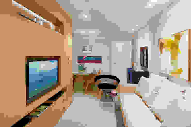 Nosso primeiro AP Salas de estar modernas por Coutinho+Vilela Moderno