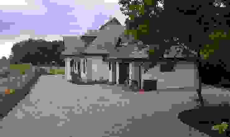 Widok na ogród od strony wjazdu na posesje. Wiejski ogród od BioArt Ogrody, Architektura Krajobrazu Wiejski