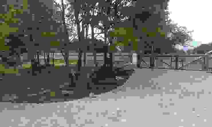 Rabata od strony północnej, przy wjeździe Wiejski ogród od BioArt Ogrody, Architektura Krajobrazu Wiejski