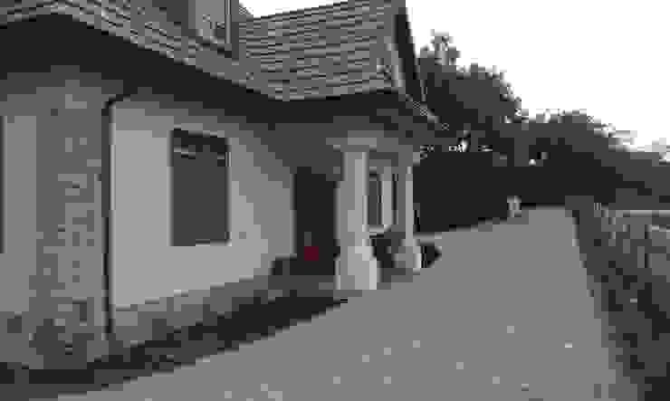 Jardines de estilo  de BioArt Ogrody, Architektura Krajobrazu