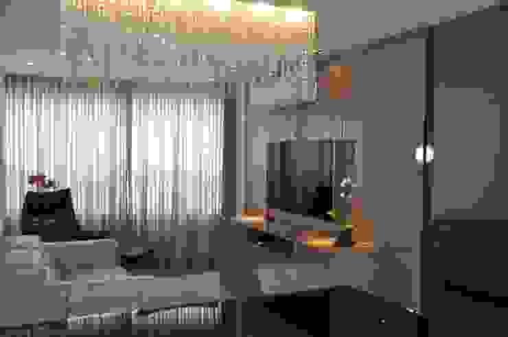 Sala de estar e jantar Salas de estar modernas por Novità - Reformas e Soluções em Ambientes Moderno
