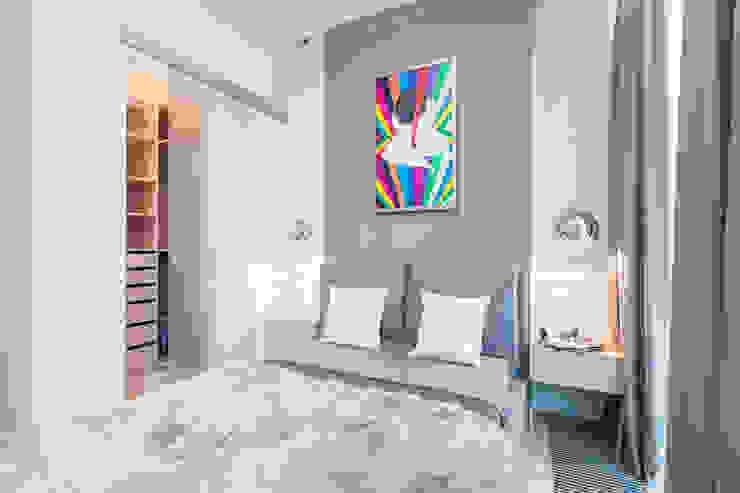 Apartament w Warszawie Nowoczesna sypialnia od Michał Młynarczyk Fotograf Wnętrz Nowoczesny