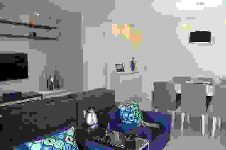 Living room by Amanda Baye Arquitetura de Interiores,
