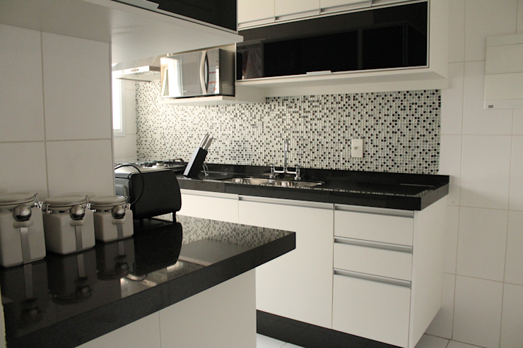 Kitchen by Amanda Baye Arquitetura de Interiores,