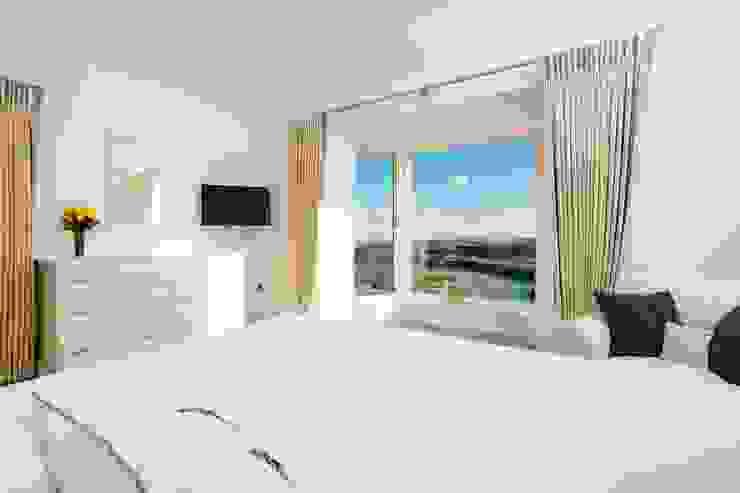 Overcombe, Bigbury-on-Sea | Devon Modern style bedroom by Perfect Stays Modern
