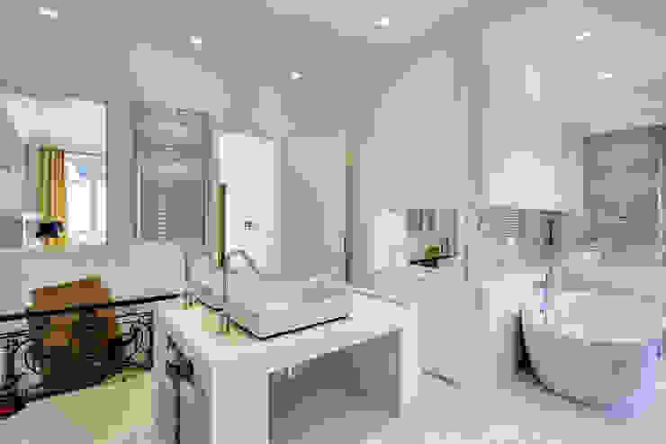 Un Hôtel Particulier à Versailles ATELIER FB Salle de bain moderne