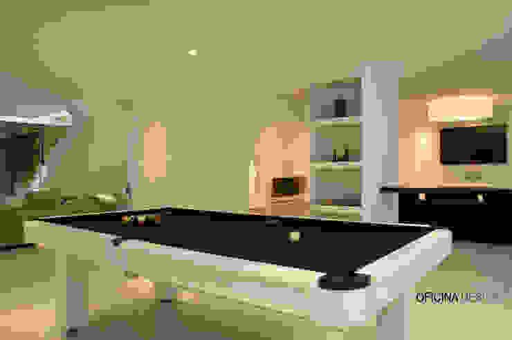 Minimalist living room by Oficina Design Minimalist