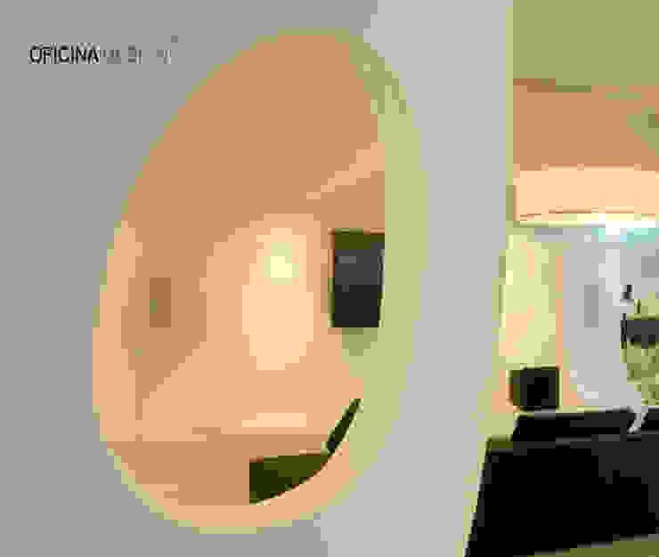 Soggiorno minimalista di Oficina Design Minimalista