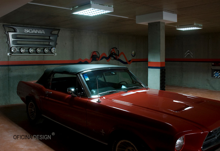 Garage/Rimessa minimalista di Oficina Design Minimalista